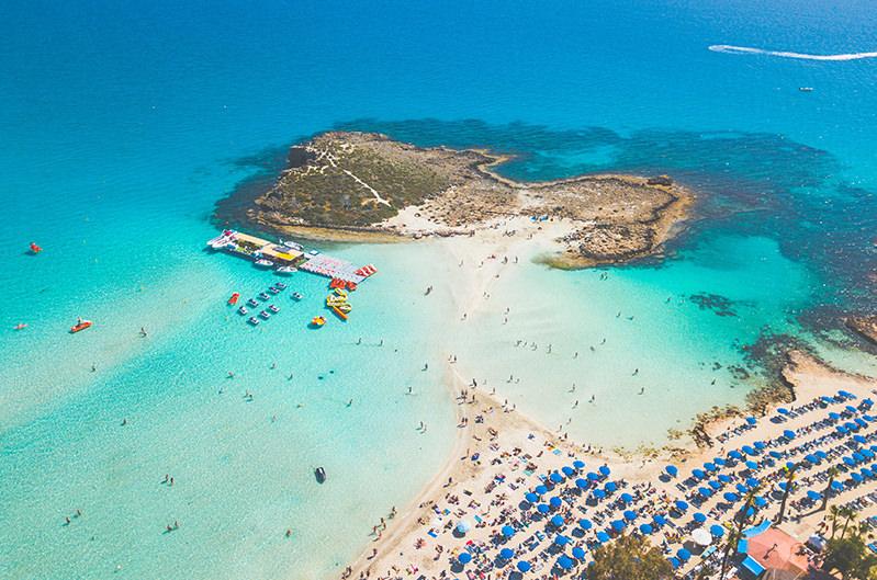 Кипр назвал страны, с которыми в июне возобновит авиарейсы
