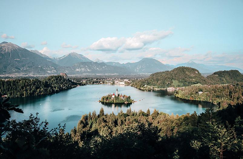 Жители Словении получат по 200€ на отпуск внутри страны