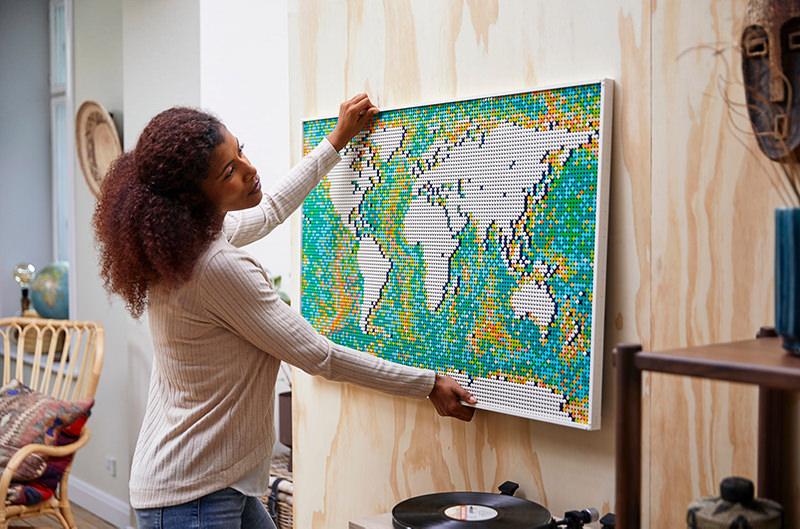 Новая карта мира от Lego собирается из 11 000 кубиков